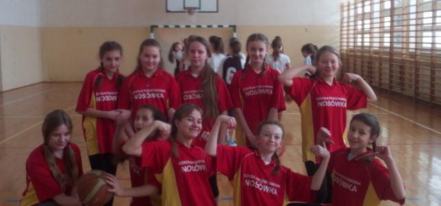 Zawody w koszykówce dziewcząt